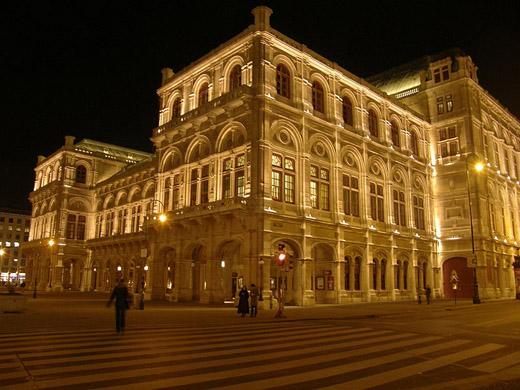 Wiener Staatsoper noću